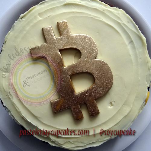 Pastel bitcoin con ganache chocolate y fondant