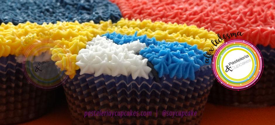 Pastel de cupcakes mujer maravilla